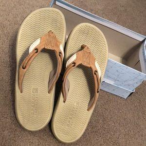 Kids size 3 Sperry Flip Flops #summer #kidsclothes